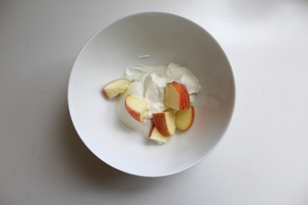 apple_in_bowl